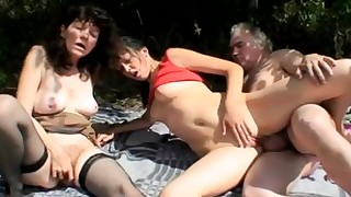 amateur brunette couple cumshot deepthroat hardcore mature nasty old-and-young